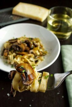 Tagliatelle with mushrooms (Tagliatelle ai funghi) is a simple and delicious pasta meal. Meaty mushrooms are sautéed with shallots, wine and parsley and served with homemade tagliatelle pasta. Pasta Recipes, Cooking Recipes, Yummy Recipes, Amazing Recipes, Recipies, Dinner Recipes, Pasta Pizza, Sauces, Tagliatelle Pasta