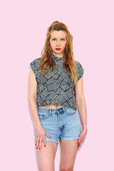 Crop Top T-Shirt Boxy Shirt gestreift schwarz weiß von simka // made in berlin auf DaWanda.com