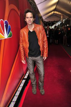 I like the orange leather Mr. Billy Burke Actor, Best New Tv Series, John Krasinski, The Lucky One, Many Men, Orange Leather, Celebs, Celebrities, Actors & Actresses
