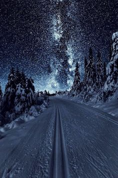 """banshy: """" Austlid by: Sondre Eriksen """" - This landscape looks surreal because the land looks more lit by the sky than it actually is Ciel Nocturne, Winter Scenery, Christmas Scenery, Night Scenery, Winter Beauty, Amazing Nature, Night Skies, Night Sky Stars, Sky Full Of Stars"""