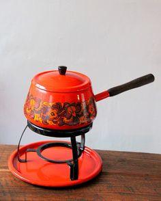 Fondue bij mijn opa en oma. Olie spatte in het rond. Tong branden aan het fonduevorkje.