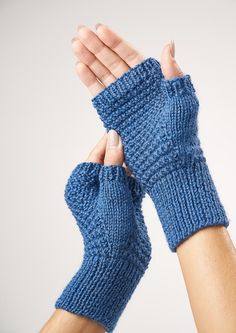 New Free Knitting Patterns for Quarantine Fingerless mitts free knit pattern Knitted Mittens Pattern, Sweater Knitting Patterns, Knit Mittens, Knitting Designs, Knitted Headband Free Pattern, Summer Knitting, Easy Knitting, Kids Knitting, Knitting Toys