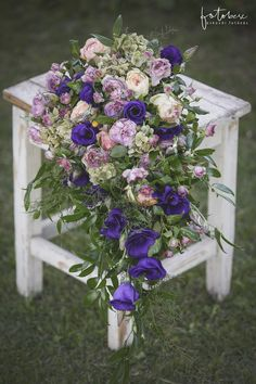 Menyasszonyi csokor 3 tipp a kiválasztáshoz - csodaszép esküvő Floral Wreath, Wreaths, Decor, Decoration, Decorating, Deco, Bouquet, Embellishments, Flower Band