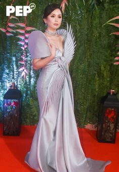 The best-dressed stars at ABS-CBN Ball 2019 | PEP.ph Filipina Beauty, Filipina Actress, Royal Dresses, Nice Dresses, Modern Filipiniana Gown, Philippines Dress, Hairstyles For Gowns, Couture Fashion, 3d Fashion