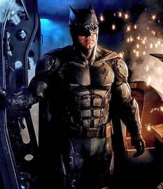 First look at Batmans new tactical suit for Justice League  Not a huge fan of the goggles but they're alright  Suit looks pretty good too  #justiceleague #batfleck #dcextendeduniverse