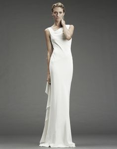 Nicole Miller Gowns - Celebrity Gown Inspiration: Hailee Steinfeld - could be a great maid-of. White Maxi Dresses, Simple Dresses, White Dress, Nicole Miller Wedding Dresses, Bridal Dresses, Bridesmaid Dresses, Sheath Wedding Gown, Dress Wedding, Wedding Ceremony