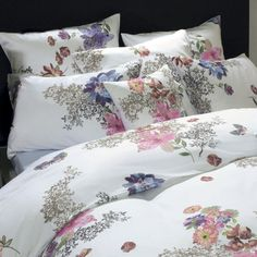 Schlossberg Schlossberg Prints -  Papillon - Secret Garden features sets with motifs which can transform the atmosphere of your bedroom in a twinkling of an eye to match the new season and your own sensibilities.