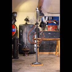Pompe A Essence, Deco Design, Info, Toulouse, Lighting, Home Decor, Vintage Industrial, Industrial Furniture, Decoration Home