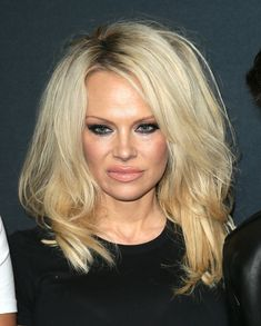 We Barely Recognize Pamela Anderson With Her Fresh-Faced New Look | The Huffington Post