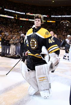 Tuukka Rask Boston Bruins after defeating the Pittsburgh Penguins in Game Four of the 2013 Eastern Conference Finals. Hockey Goalie, Hockey Teams, Hockey Players, Ice Hockey, Hockey Stuff, Boston Sports, Boston Red Sox, Hockey Boards, Hockey Pictures