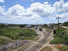 Acima, o pátio da estação de Itabaiana, uma das 5 estações triangulares que existem ...