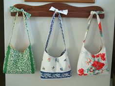How pretty are these sling bags made from Vintage Tablecloths?. This free pattern looks very similar to these -> https://www.craftsy.com/sewing/patterns/phoebe-bag/204430