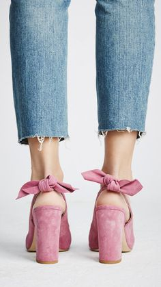 pink suede bow heels, blue cropped jeans