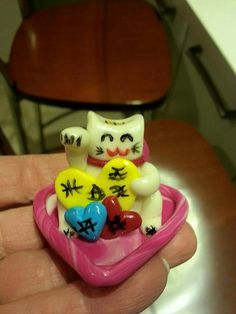 Polimer kil şans kedisi Maneki Neko.   Polymer clay Maneki Neko