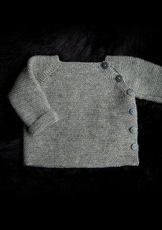 Trøje med sidelukning Newborn to 3 years. Free pattern in Danish, Norwegian and. - Trøje med sidelukning Newborn to 3 years. Free pattern in Danish, Norwegian and Sweedish. Baby Cardigan Knitting Pattern, Baby Boy Knitting, Knitting For Kids, Baby Knitting Patterns, Baby Sewing, Baby Patterns, Crochet Cardigan, Couture Bb, Pull Bebe