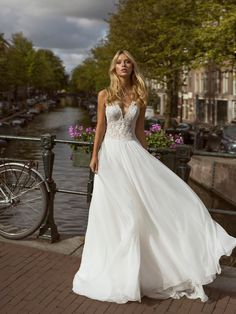Romantic/modern bridal look. Available in Septembris, bridal boutique Chic Wedding Dresses, Lace Wedding Dress, Gorgeous Wedding Dress, Bridal Dresses, One Shoulder Wedding Dress, Wedding Gowns, Vow Renewal Dress, Boho Gown, Chiffon Skirt