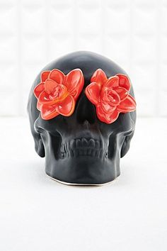 Skull and Roses Money Bank in Black - Urban Outfitters