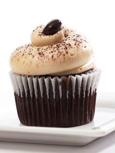 Chocolate Espresso Cupcakes put the flavors of tiramisu in easy and convenient cupcakes Chocolate Coffee Cupcakes, Espresso Cupcakes, Tiramisu Cupcakes, Chocolate Espresso, Homemade Chocolate Cupcakes, Chocolate Cobbler, Gourmet Cupcakes, Yummy Cupcakes, Oreo Cupcakes