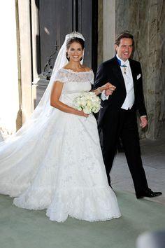 Pin for Later: 21 königliche Hochzeitskleider, getragen von echten Prinzessinnen Madeleine von Schweden, 2013 Valentino kreierte das Hochzeitskleid für Prinzessin Madeleine und ihre Heirat mit Christopher O'Neill.