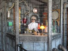 evil scientist mad laboratory Love how it's behind a cage and contained -SH Mad Scientist Halloween, Alien Halloween, Mad Scientist Party, Halloween Circus, Halloween Science, Steampunk Halloween, Halloween Haunted Houses, Outdoor Halloween, Halloween Themes