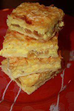 Joghurtos túrós rétes gyorsan és egyszerűen! A kezdő háziasszonyok is meg tudják csinálni! Hungarian Desserts, Hungarian Cuisine, Hungarian Recipes, Delicious Desserts, Dessert Recipes, Yummy Food, Ital Food, Cream Cheese Bread, Speed Foods