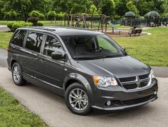 The Dodge Grand Caravan, the minivan that saved Chrysler, was killed off by its new owner, Fiat. The death notice is for Chrysler Van, Chrysler 2017, Chrysler Voyager, Minivan, 2015 Dodge Grand Caravan, Best Family Cars, Chrysler Town And Country, Cool Vans, Car Magazine
