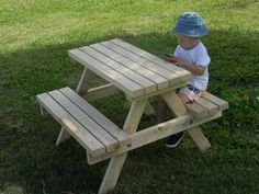Marvelous Kids Picnic Table From Reclaimed Wood And Pallets | Kid U0027nu0027 Caboodle |  Pinterest | Kids Picnic, Picnic Tables And Pallets