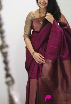 25 stylish plain saree looks to inspire you 3 Kerala Saree Blouse Designs, Half Saree Designs, Saree Blouse Neck Designs, Saree Blouse Patterns, Fancy Blouse Designs, Trendy Sarees, Stylish Sarees, Fancy Sarees, Sari Bluse