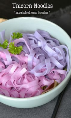 cute foods Magical food: vegan unicorn noodles - A - Unicorn Birthday Parties, Unicorn Party, Unicorn Cupcakes, Art Cupcakes, Cupcakes Decorating, Unicorn Foods, Pink Foods, Rainbow Food, Savoury Cake