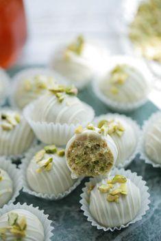 Lebanese Desserts, Chocolate Photos, Cooking Cookies, No Bake Snacks, Mini Cheesecakes, Iftar, Chocolate Cookies, High Tea, Baking Recipes