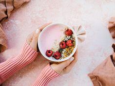 Bol de smoothie protéiné - Châtelaine Smoothie Proteine, Smoothie Recipes, Smoothies, Smothie Bowl, Brunch, Panna Cotta, Breakfast, Healthy, Ethnic Recipes