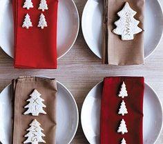Plätzchen gehören zur Weihnachtszeit unbedingt dazu. Hier haben wir aus den süßen Knusperstückchen eine schöne Tischdeko gezaubert.Zuerst bereiten Sie einen...