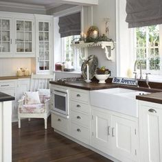 Looking for white kitchen-diner design ideas? Take a look at this modern country kitchen-diner from Ideal Home for inspiration. For more kitchen-diner ideas, such as how to decorate a modern country kitchen-diner, visit our kitchen galleries Modern Country Kitchens, Dark Wood Kitchens, Country Kitchen Designs, Home Kitchens, Dream Kitchens, White Cabinets White Countertops, Painting Kitchen Cabinets White, Butcher Block Countertops, Butcher Blocks