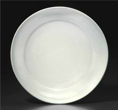 A large white-glazed porcelain dish, Yongle period (1403-1425)