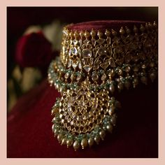 A classic Sabyasachi choker set in gold with uncut diamonds and Japanese cultured pearls For all jewellery related queries, kindly… Real Gold Jewelry, Gold Jewellery Design, Fine Jewelry, Resin Jewellery, Quartz Jewelry, Golden Jewelry, Designer Jewellery, Jewelry Stand, Jewelry Holder