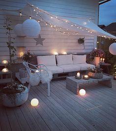 Homepatio ✨🍃 Have a beautiful evening everyone 💖 Her kom regnet akkurat nå 🌧 . #almosteverythingdiy🔨#patio #terrasse #terrace #myhome #diyshelf #diysofa #diysidetable #diytable #diy #dyi #palletfurniture #pallesofa #doityourself #gjørdetselv #handmade