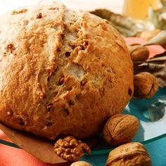 recipes vegan French country loaf with walnuts French country loaf with walnuts Baking Muffins, Bread Baking, Biscuit Pizza, Medieval Recipes, Baked Rolls, Tomato And Cheese, Panko Bread Crumbs, Slice Of Bread, Rolls Recipe