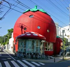 Flavorwire architecture - Sanrio's Ichigo no Ouchi (Strawberry House) – Tokyo, Japan Unusual Buildings, Interesting Buildings, Amazing Buildings, Cookie Cutter House, House Tokyo, Crazy Houses, Weird Houses, Fantasy House, Unusual Homes
