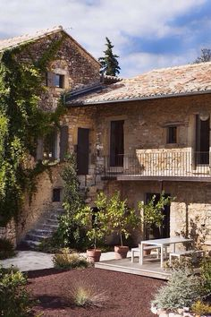 The Maison Ulysse. he Maison Ulysse is a guest house worthy of barons. The Maison Ulysse is the perfect place to get away from the normal busy day. Italian Home, Italian Cottage, Italian Villa, Mediterranean Homes, Stone Houses, Rock Houses, South Of France, Tuscany, Exterior Design