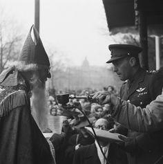 Intocht Amsterdam 1945