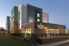 Featuring a fitness center, Country Inn & Suites by Radisson, Charlottesville-UVA, VA is set in Charlottesville in the Virginia region, Red Lion Hotel, Virginia Hotels, Hotel Meeting, Country Inn And Suites, Picnic Area, Cool Rooms, Great View, Best Hotels, Hotel Offers