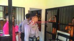 Antisipasi Tahanan Kabur, Polisi Geledah Ruang Tahanan - http://denpostnews.com/2017/05/07/antisipasi-tahanan-kabur-polisi-geledah-ruang-tahanan/