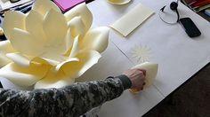 Kağıttan Dekoratif Gül Nasıl Yapılır? ,  #kağıttançiçeknasılyapılır #kağıttançiçekyapımı #kağıttangülyapımı , Ev dekorasyonunda kullanabileceğiniz kağıttan çiçek yapımını paylaşacağız sizlerle. Çocuk odası dekorasyonunda, yatak odalarında yatak b...