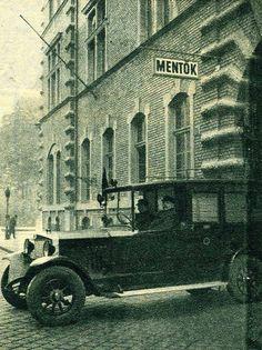 1937. Markó utca, Országos Mentő Szolgálat Old Pictures, Old Photos, Budapest Hungary, Beautiful Buildings, Good Old, Arch, The Past, Marvel, Black And White