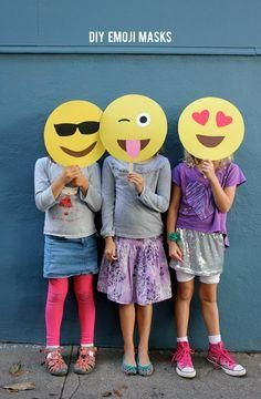 DIY Emoji Masks Ok, who doesn't love emojis? These emoji masks are perfect for a Halloween party, costume or photo booth! Party Emoji, Diy Halloween Costumes, Halloween Masks, Halloween Party, Halloween Emoji, Costume Ideas, Teenager Party, Emoji Mask, Emoji Craft