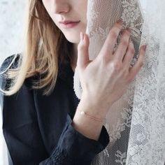 Perlen Armband rosa T Shirts For Women, Bracelets, Tops, Fashion, Beads, Moda, Fashion Styles, Bracelet, Fashion Illustrations