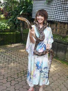 爬虫類大好きな新垣さん。ヘビもへっちゃらみたいですな #新垣結衣#ガッキー