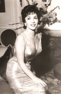 Gina Lollobrigida Gina Lollobrigida, Italian Beauty, Italian Style, Cinema, Katharine Hepburn, Italian Actress, Lauren Bacall, Hourglass Figure, Vintage Humor