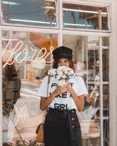 Floricultura linda pertinho de casa que uma vez meu marido comprou umas flores para mim e que já está na hora de comprar novamente. Repassem o recado até chegar nele. Instagram: @Viihrocha Fashion Model Poses, Fashion Models, Summer Lookbook, Summer Dream, Victoria, Urban Photography, Tumblr Girls, Cute Photos, Fashion Photo