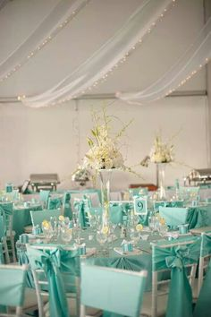 Tiffany blue color fits well with a multitude of colors and looks amazing in wedding decor. Here are some ideas of Tiffany blue wedding decorations. Wedding Mint Green, Aqua Wedding, Wedding Colors, Wedding Reception, Summer Wedding, Bling Wedding, Wedding Flowers, Tiffany Blue Weddings, Tiffany Wedding